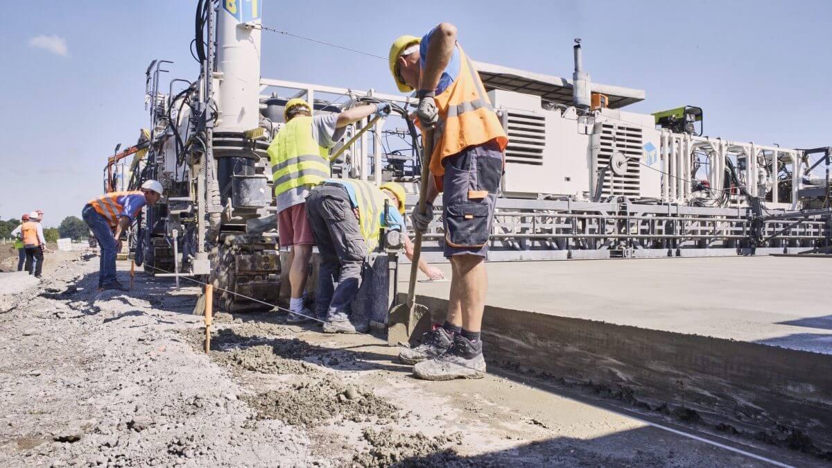 Der Fahrbahndeckenzement von Holcim hat einen reduzierten Natrium- und Kaliumgehalt. Dies vermeidet Akali-Kieselsäure-Schäden.