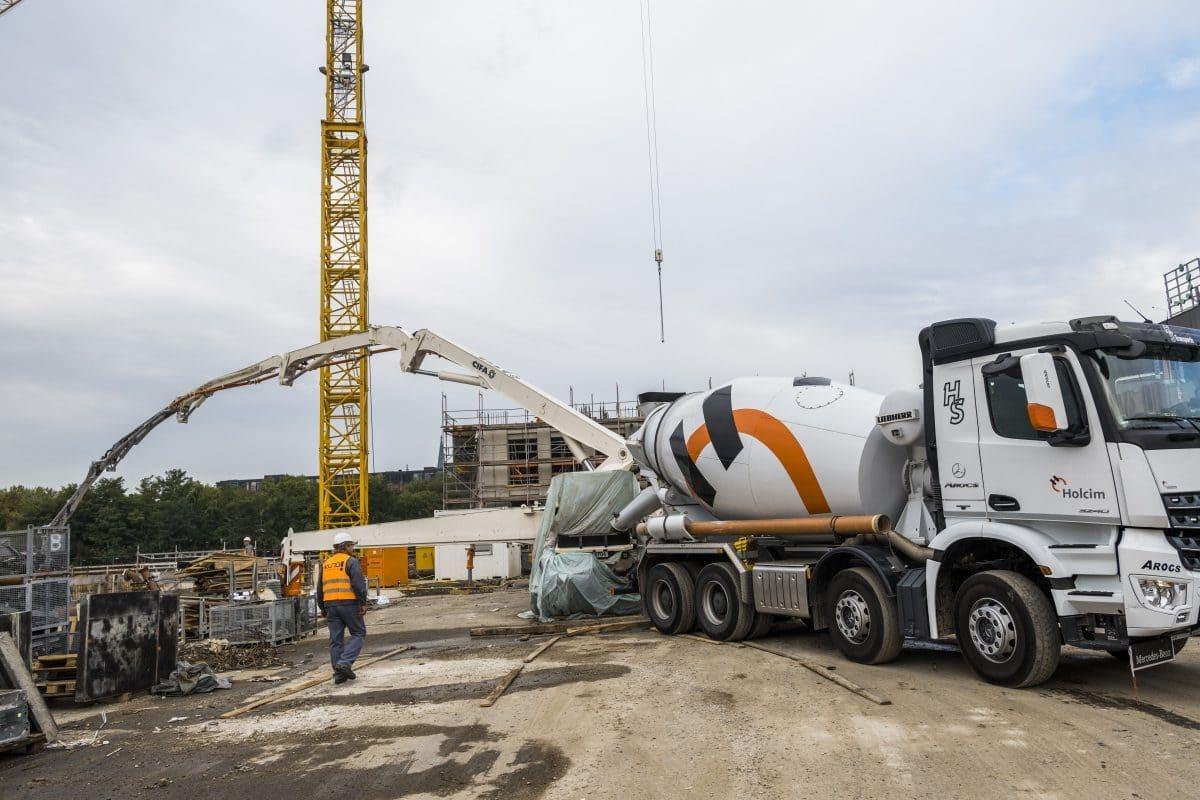 Lastverteilerplatten aus Stahl oder Beton geben den Großmastpumpen zusätzlichen Halt.