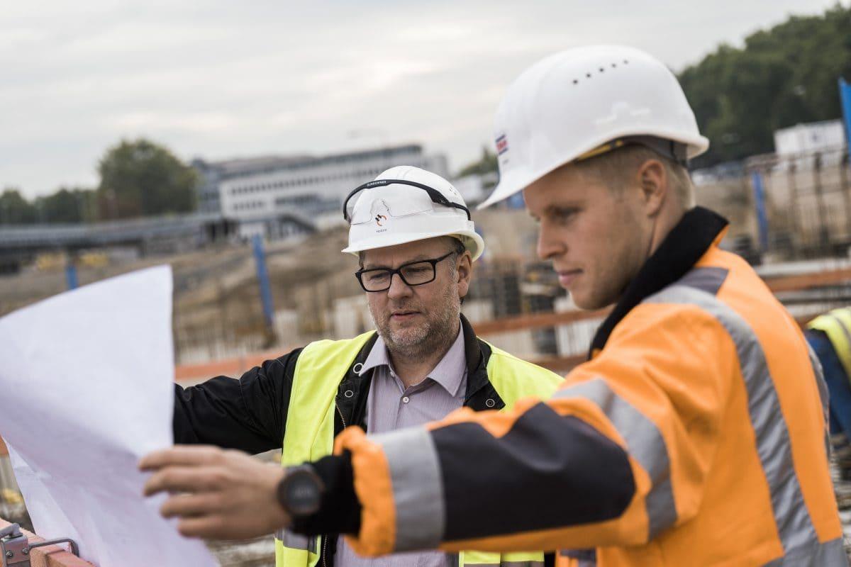 Auf Großbaustellen wie der MesseCity in Köln muss unter anderem viel über Sicherheit gesprochen werden.