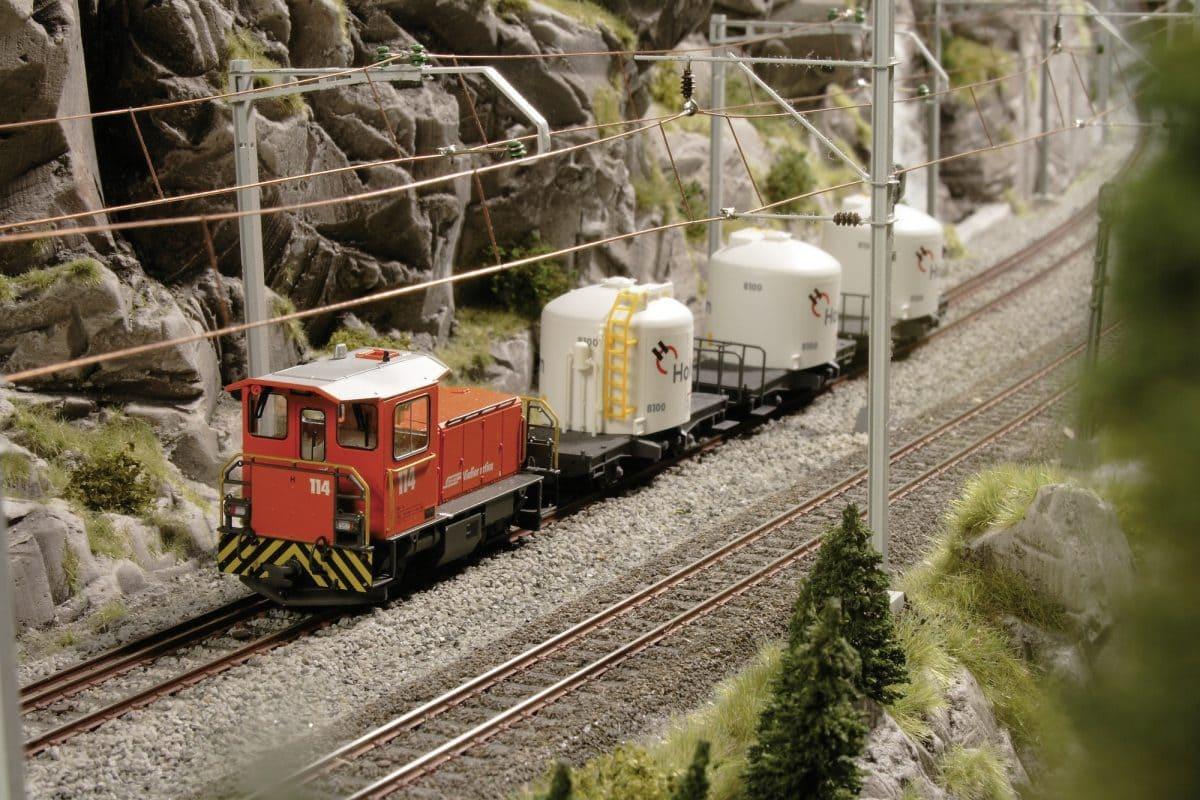 Allein im Holcim Werk beträgt die Gleislänge acht Meter und viele Anlagen und Geräte sind animiert.