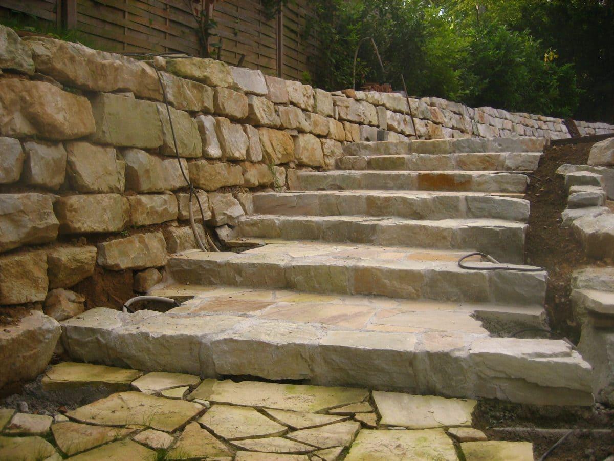 Der Stein ist nicht nur aufgrund seiner hellen Farbe beliebt, sondern auch wegen seiner Festigkeit.