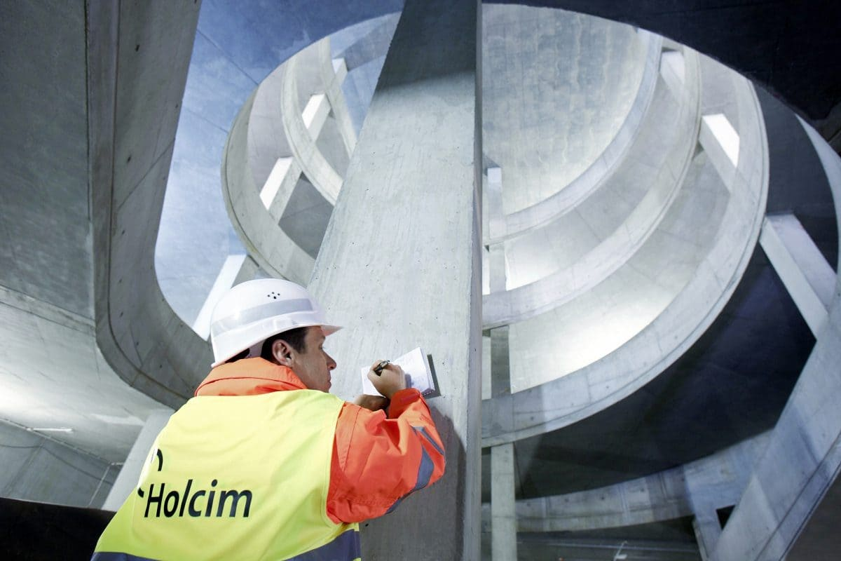 Für eine möglichst helle Betonoberfläche wurde für den Beton C50/60 der Sichtbetonklasse 4 ein Hochofenzement Holcim-Duo 4 verwendet.