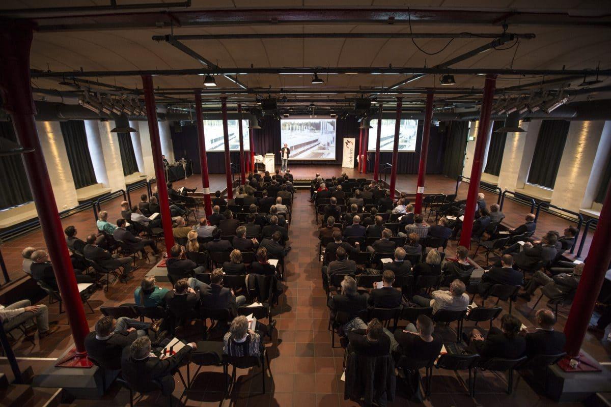 Sechs namhafte Referenten beleuchteten das Thema Systembauweisen im digitalen Zeitalter aus verschiedenen Perspektiven.