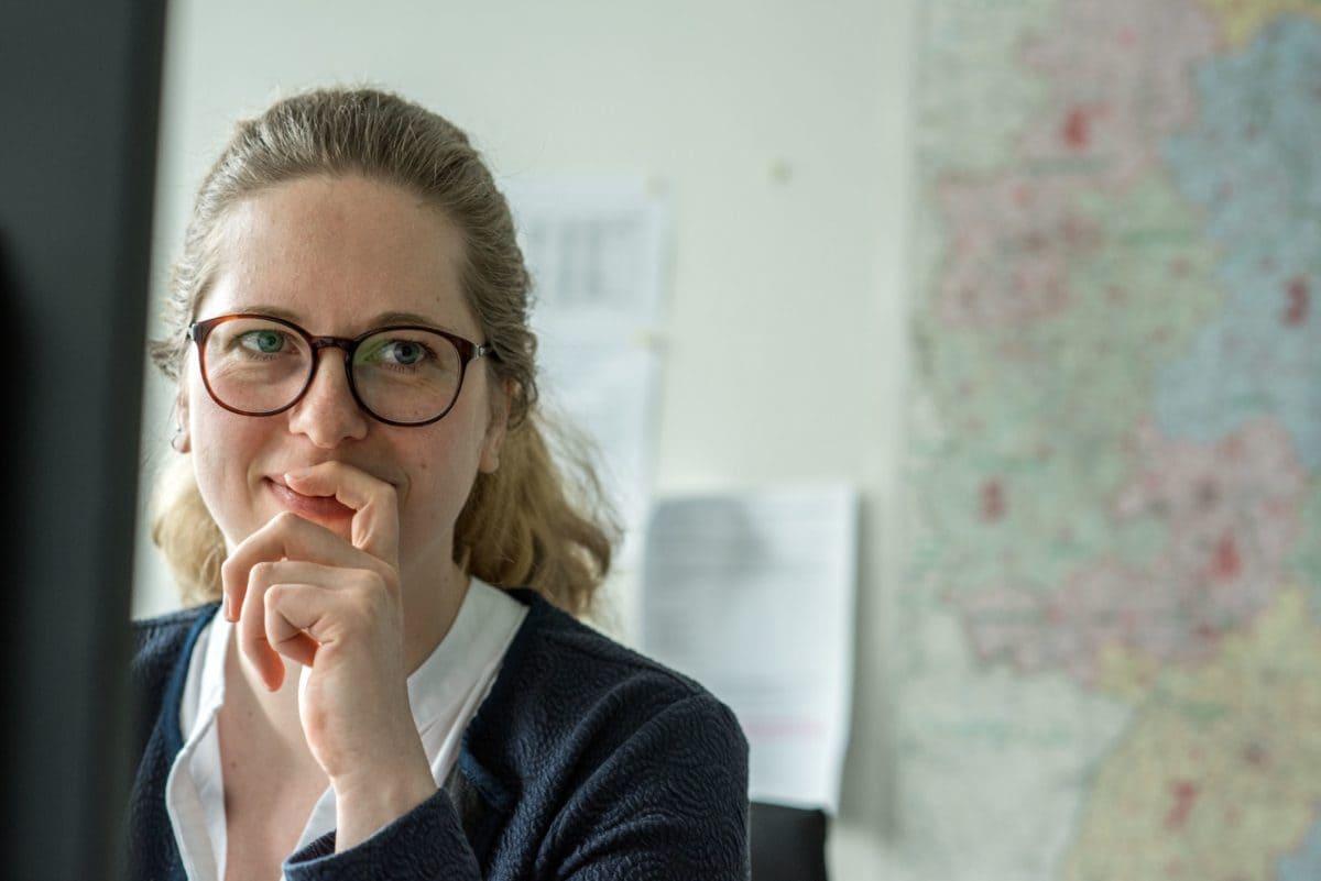 Für die Organisation der Lieferungen müssen die Kollegen im Hamburger Auftragscenter konzentriert arbeiten.