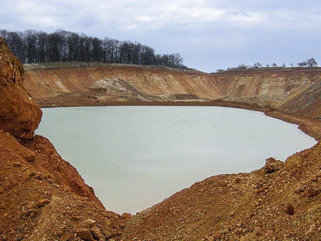 Das Kieswerk Nieder-Mörlen in Hessen im März 2003.