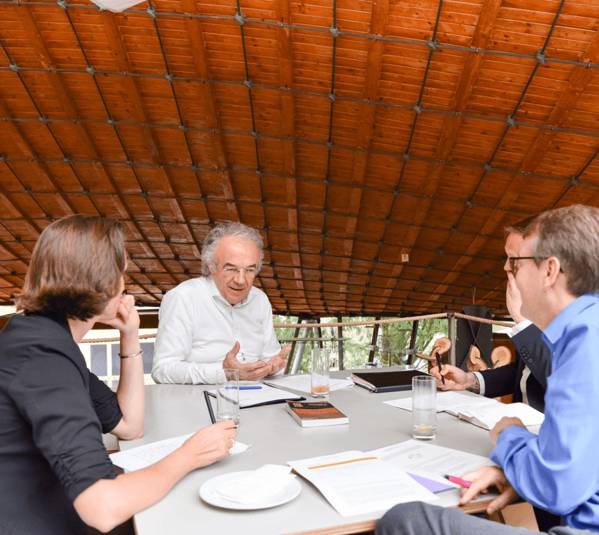 Stiftungsräte der LafargeHolcim Foundation zu Gast bei Werner Sobek.