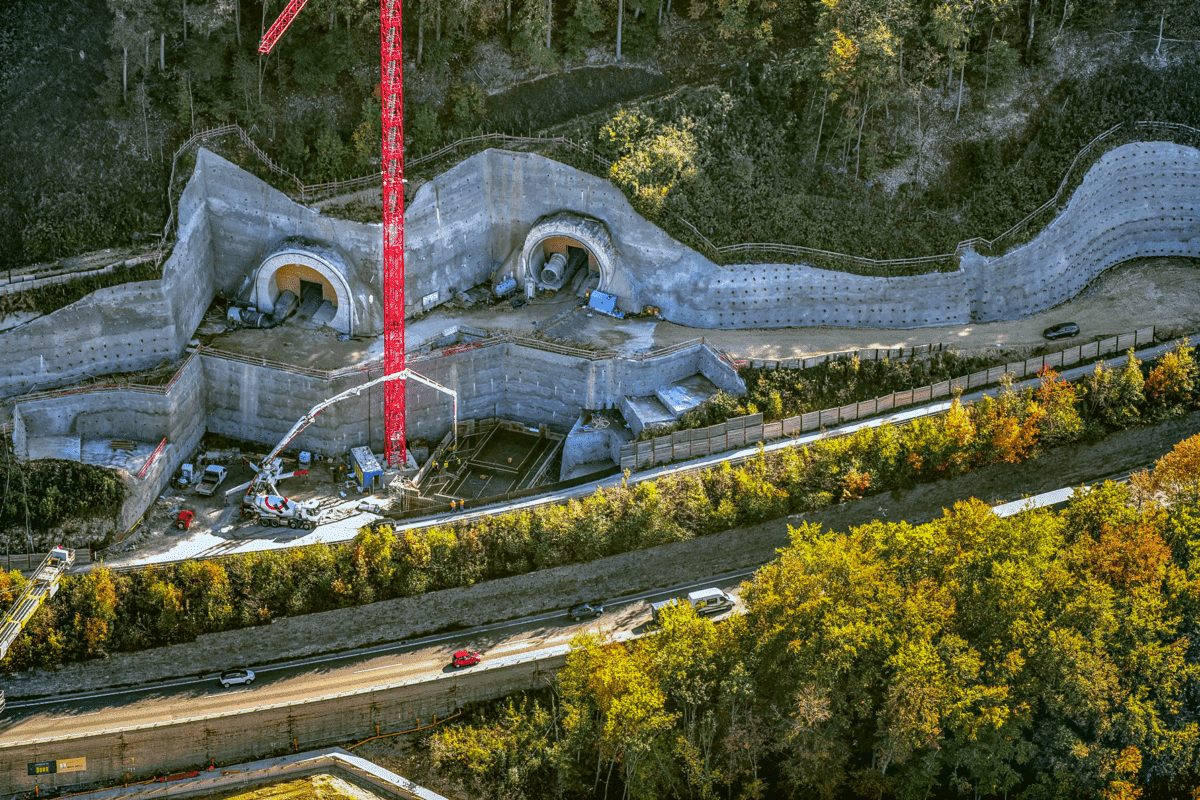 Rund 50.000 Kubikmeter Beton liefert Holcim von den Werken Gruibingen und Kirchheim an die Baustelle.