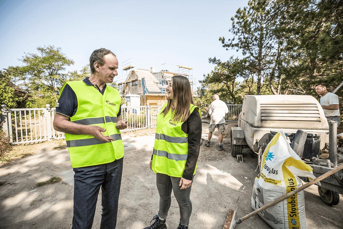 Fenja Josefin Roß und Thomas Reuter sprechen über Verfügbarkeiten der Baustoffe und Preise.