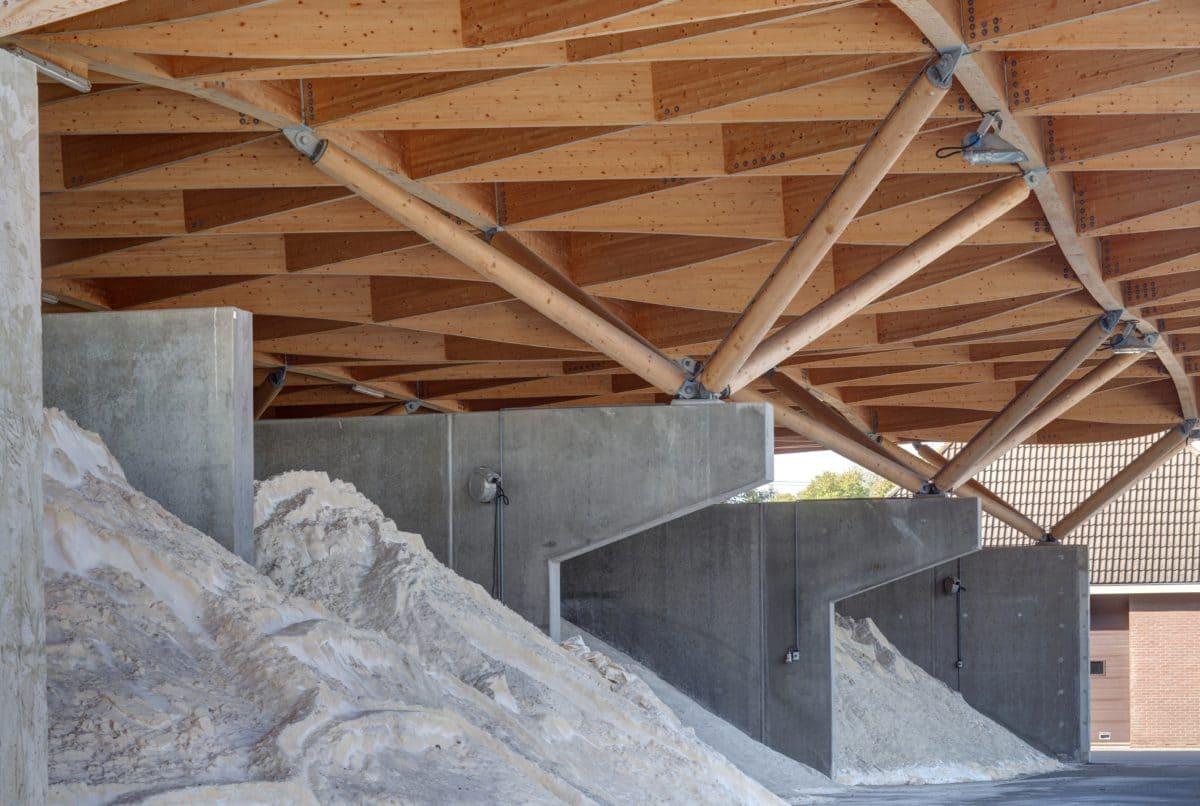 Die Betonfertigteile von VETRA sind ganz genau auf die Holzkonstruktion abgestimmt.