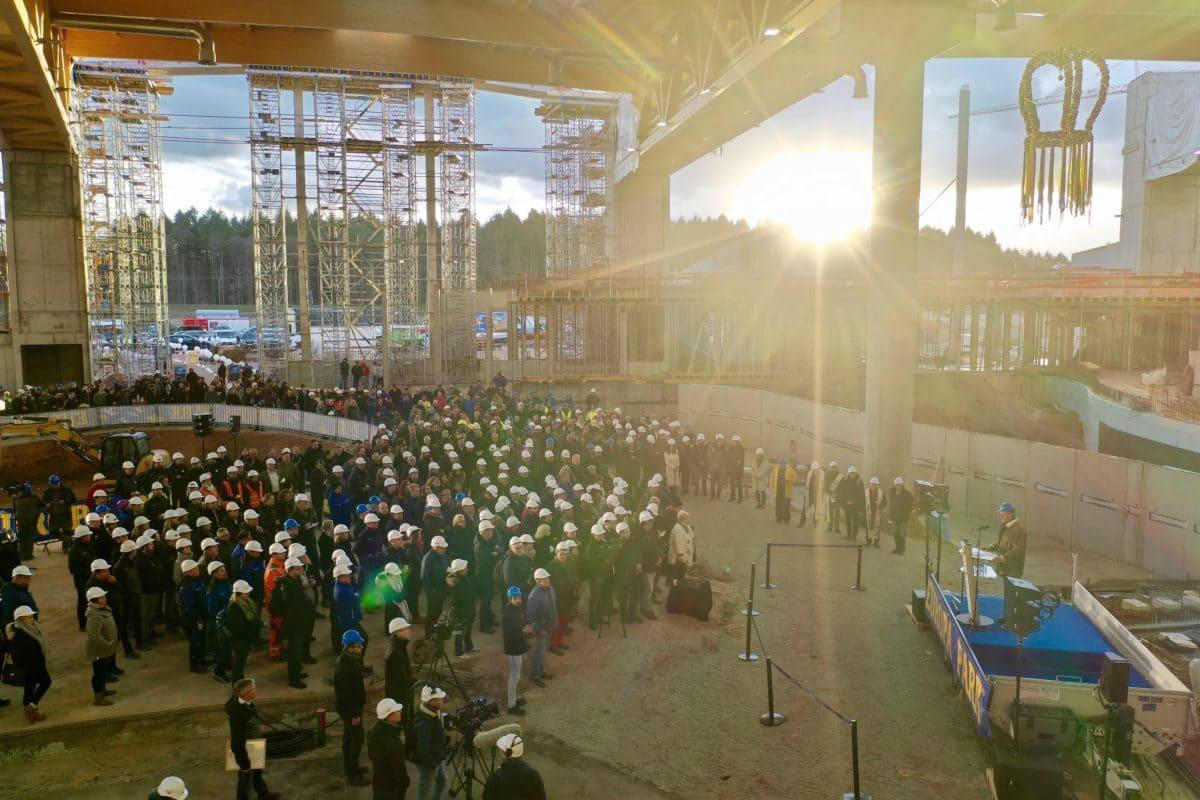 Im Dezember 2018 feierten die am Bau Beteiligten schon das Richtfest der 450.000 Quadratmeter großen Wasserwelt.