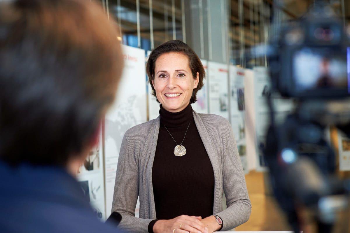 Die Professorin ist eine Pionierin in Bezug auf gesundheitliche Auswirkungen von Tageslicht sowie energiesparende Gebäudetechnologien.