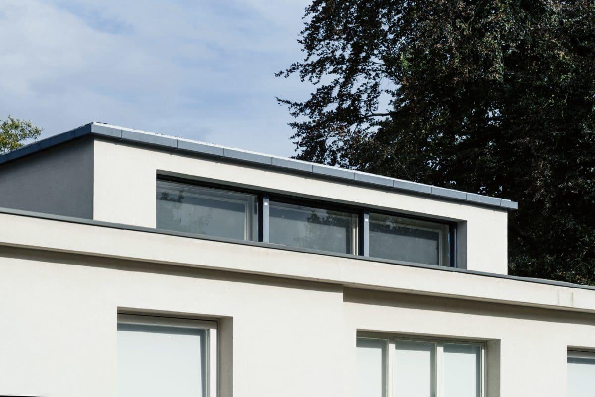 Für die oberen Fenster wurde ein spezielles Kristallspiegelglas verwendet. So gelangt mehr Licht durch die relativ kleinen Öffnungen.