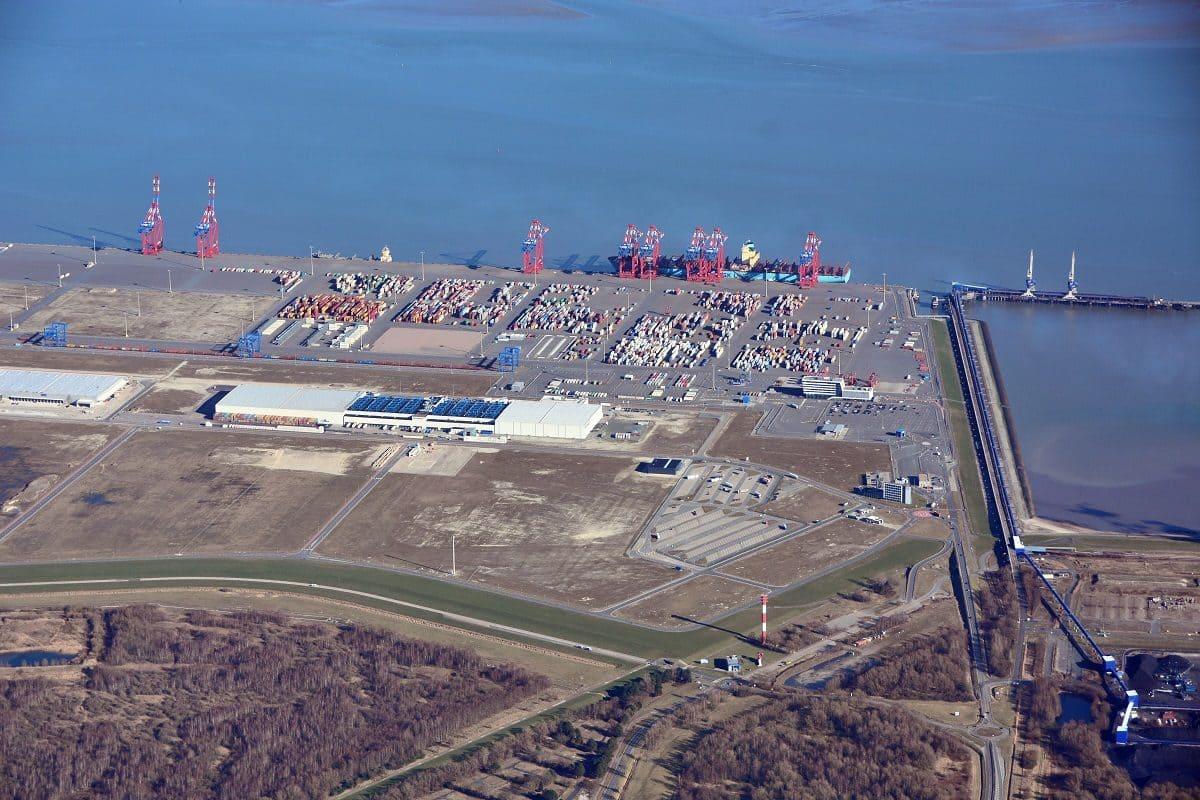 Das gesamte Hafengelände umfasst 360 Hektar. Für die Zukunft ist eine Verlängerung der Kaje geplant. Zudem geht es auch um die Vergrößerung der Industrieflächen sowie die Weiterentwicklung der Infrastruktur.