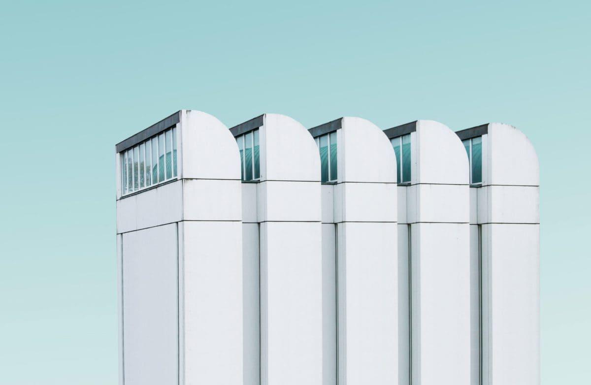 Das Bauhaus-Archiv in Berlin mit den charakteristischen Sheddächern wurde von Walter Gropius entworfen.
