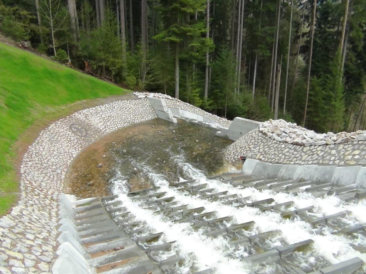 Der Höhenunterschied - vom oberen Teil der großen Kaskade bis zum unteren Teil - beträgt 40 Meter.