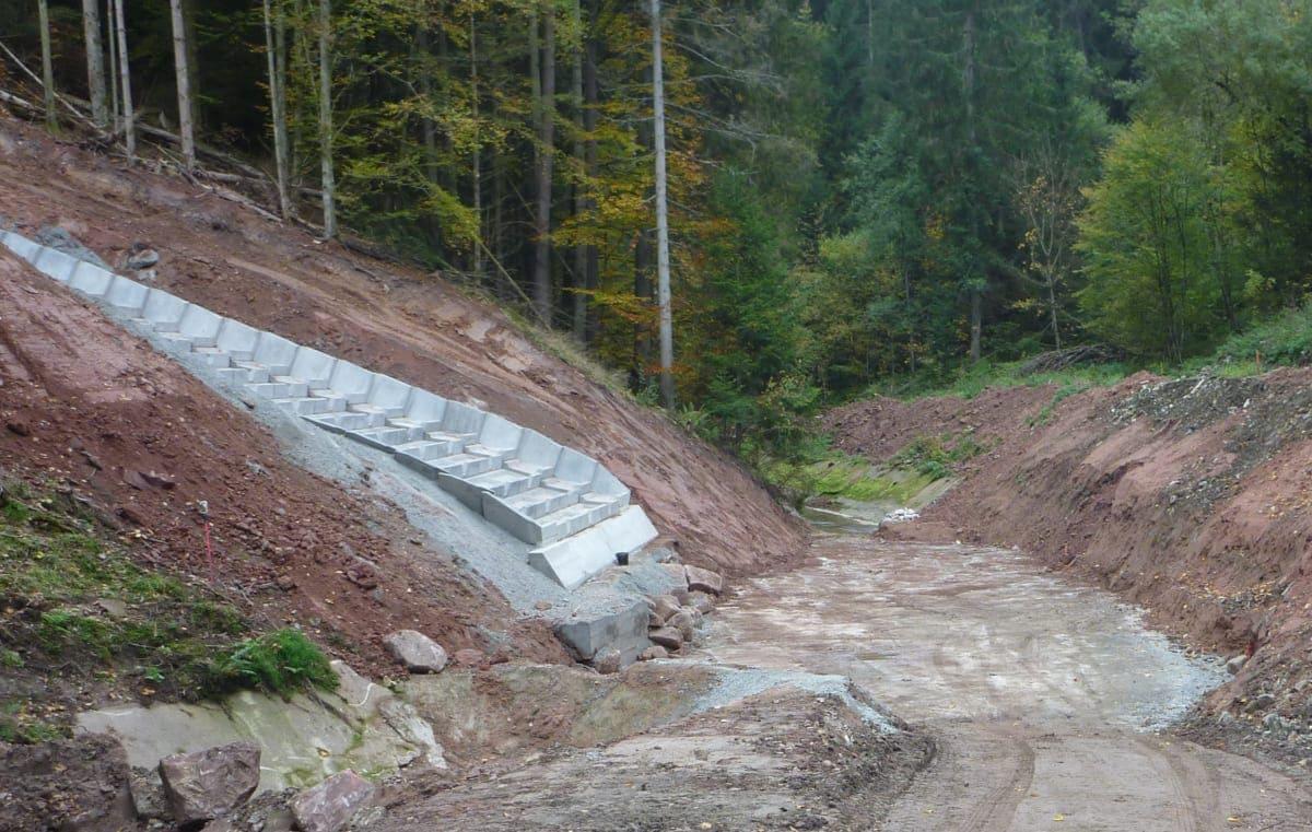 Hier wird das Wasser in den natürlichen Lauf des Tälesbach zurückgeführt.