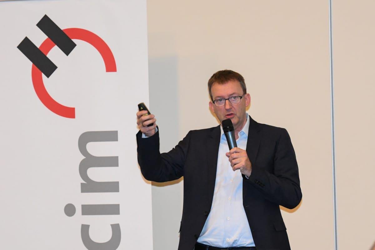 """Der Geschäftsführer der LafargeHolcim Foundation für Sustainable Construction in der Schweiz rundete die Vortragsreihe mit diesem Thema ab: """"Weniger für mehr: Herausforderungen des nachhaltigen Bauens""""."""