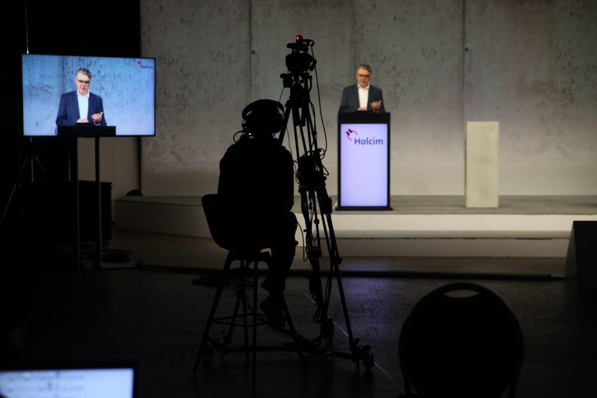 Die Eröffnungsrede von Thorsten Hahn wurde aus dem Fernsehstudio in Hannover übertragen.