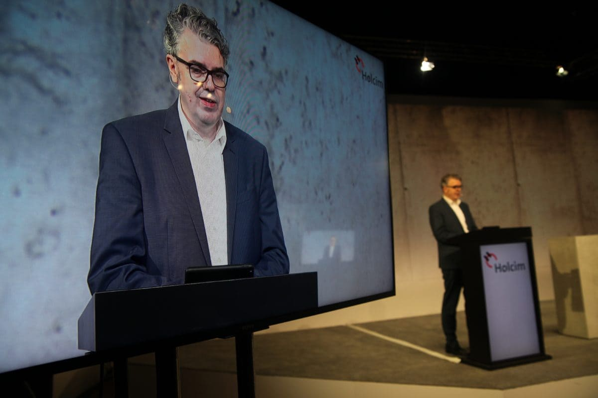 Thorsten Hahn, CEO Holcim Deutschland, bei seiner Eröffnungsrede im Fernsehstudio in Hannover.